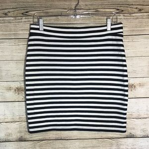 Stretch black & white skirt